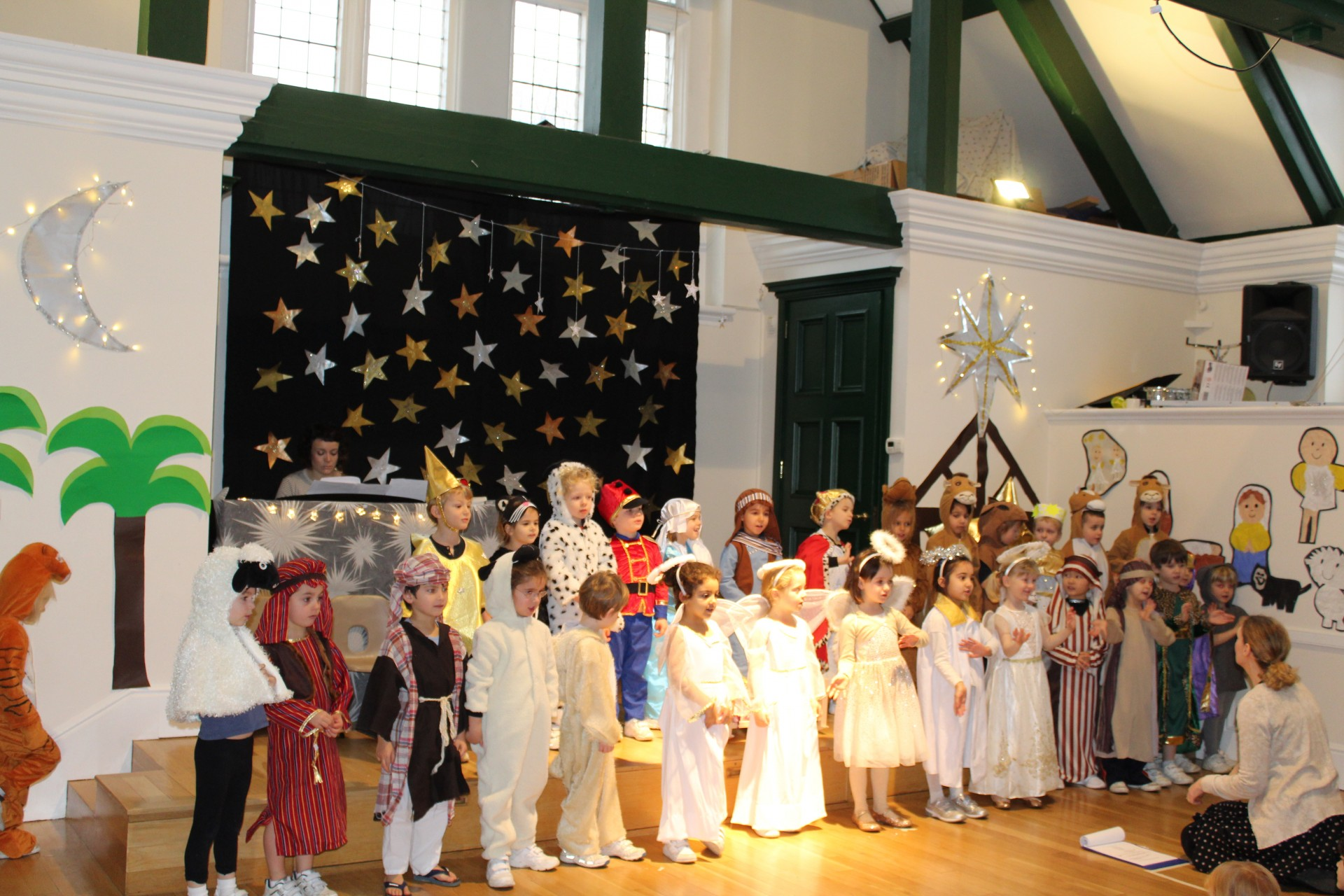 Reception performs 'The Road to Bethlehem'